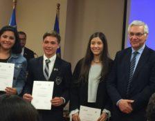 Premiación alumno Benjamín Bravo