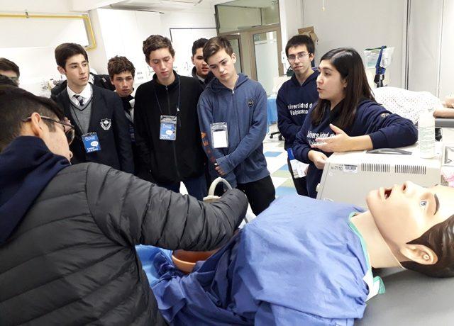 Seniors visitaron Facultad de Medicina de la U. de Valparaíso