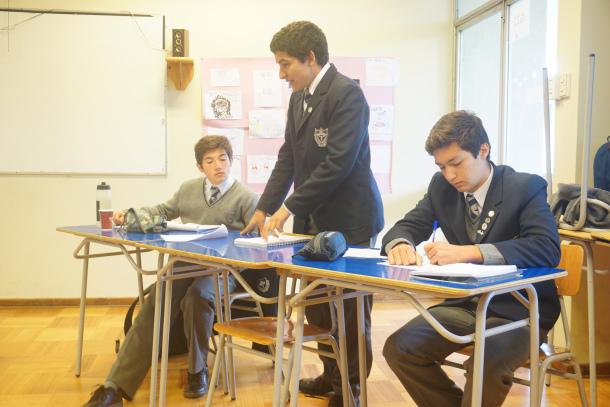Excelente participación de equipo de debate en inglés en torneo ESU
